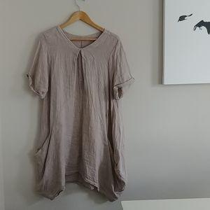 4/$15 - Italian made 100% linen dress with pockets